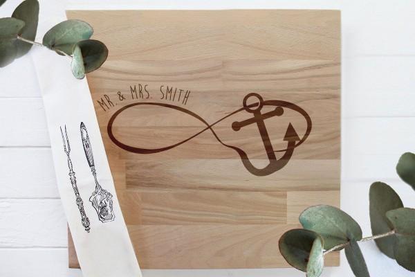 Schneidebrett Hochzeitsgeschenk mit Namen für das Brautpaar infinityschleife mit Anker