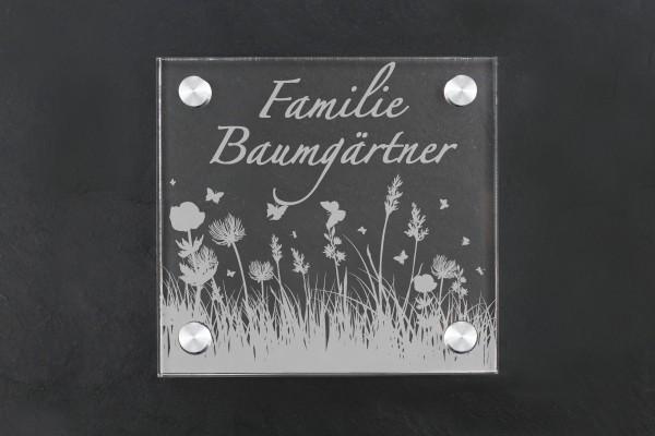 Türschild aus Acryl Blumenwiese personalisiert