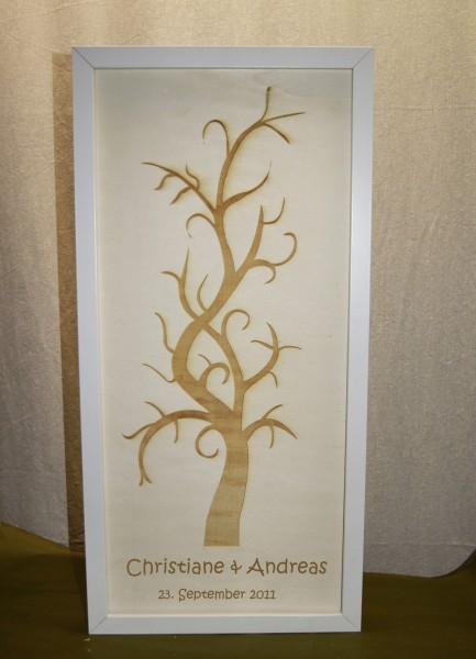 Wedding Tree auf Holz graviert, personalisierbar