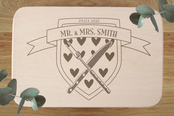 Brettchen Brautpaar Geschenk mit Namen und Wappen Herzen