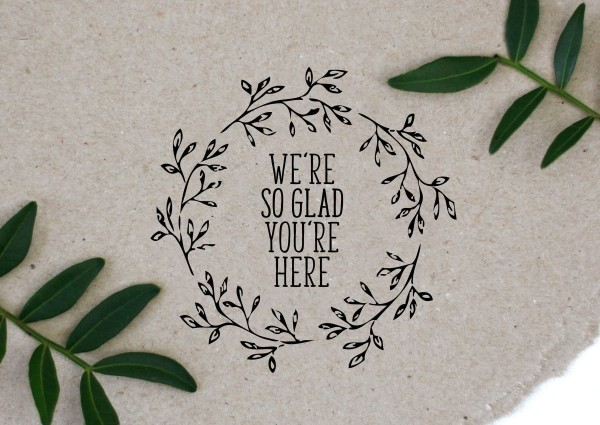 Blumenkranz Stempel mit Spruch We´re so glad you´re here