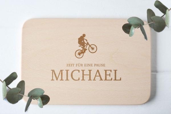 Frühstücksbrettchen mit Biker MTB Sportler und Namen